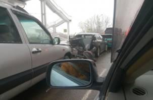 Гармошка из автомобилей. На Витебском шоссе произошла массовая авария