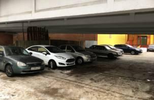 Смоленские автомобилисты устроили парковку под Беляевским мостом