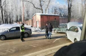 Авария на улице Фрунзе: перекрыты две полосы в направлении Колхозной площади