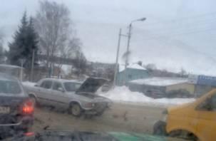 «Волга» загорелась от удара. На Мало-Краснофлотской в Смоленске произошло ДТП