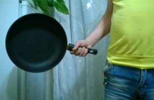 Сковородой по голове: в Починке смолянин напал на знакомого