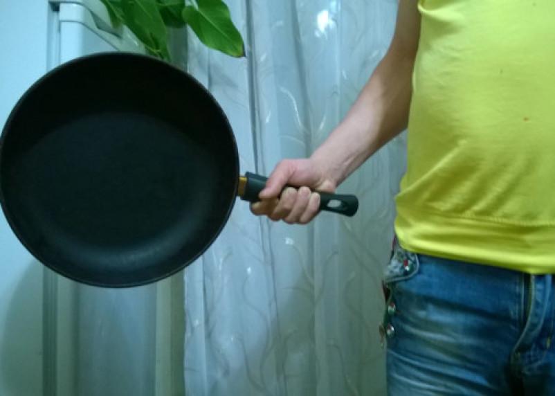 В Смоленской области мужчина убил возлюбленную крышкой от сковороды