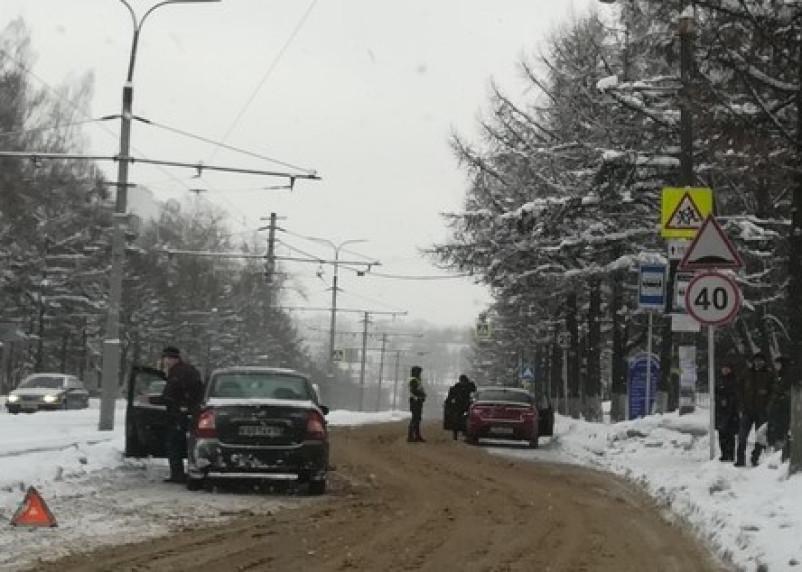 В Смоленске на дамбе произошло ДТП