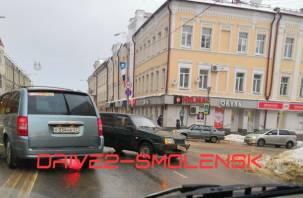 В центре Смоленска проезд затруднен из-за аварии