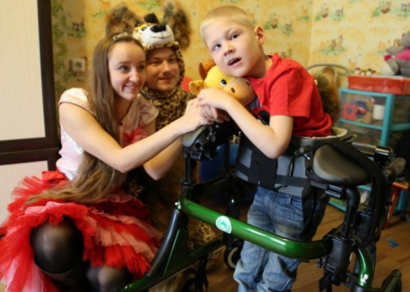 Семьям с детьми-инвалидами повысят выплаты до 10 тысяч рублей