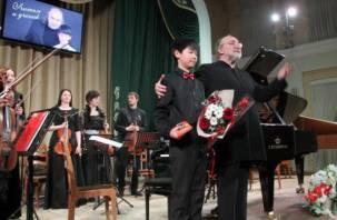 В Смоленской филармонии прошёл концерт «Учитель и ученик»