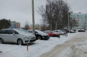 Никто всерьёз не воспринял. В Госдуме не обяжут россиян покупать гараж или арендовать стоянку при покупке машины