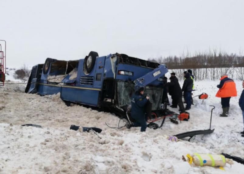 «Кого-то зажало, кого-то можно вытащить»: на месте аварии с автобусом под Калугой работают экстренные службы