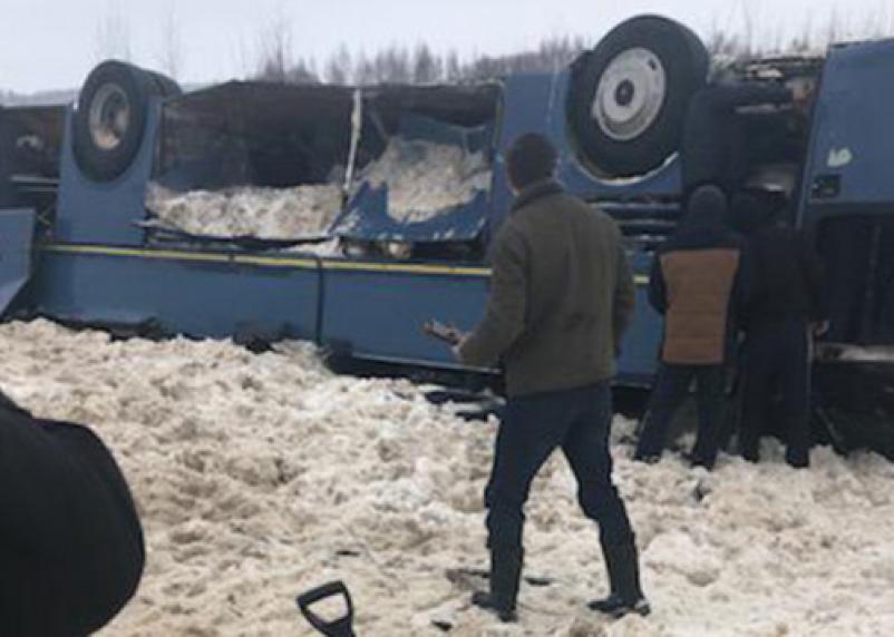 Автобус с детьми перевернулся под Калугой: 50 человек заблокированы внутри