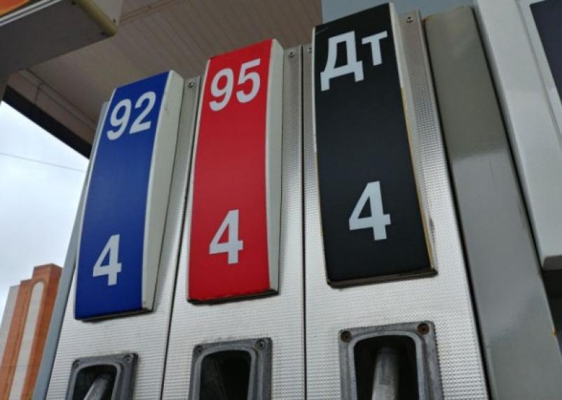 Эксперты предсказали переизбыток бензина в России