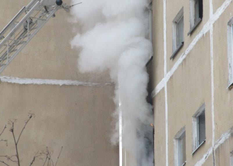 Как можно было выбросить грудного ребенка с 8-го этажа? Смертельный пожар в Ярцеве попал на видео