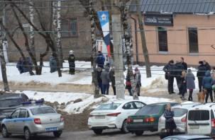 В Смоленске на Н-Неман скопление спецслужб в бронежилетах