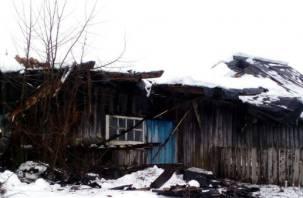 С одного бомжатника в другой. В Смоленской области у «неаварийного дома» рухнула крыша