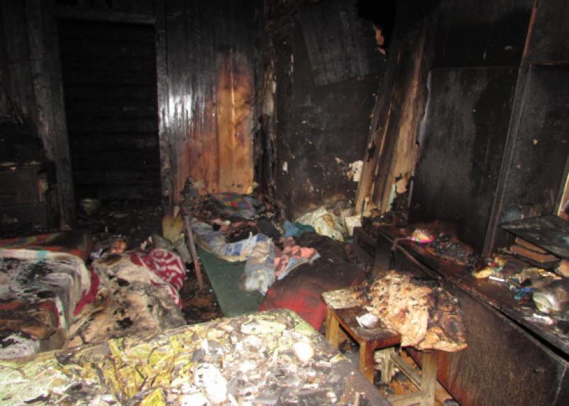 Ярцевчанин жестоко поджёг дом с людьми, отрезав путь для спасения. Погибли мужчина и женщина