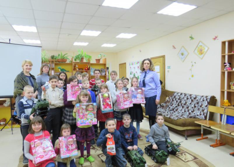 Смоленские следователи провели Урок мужества для детей центра «Исток»