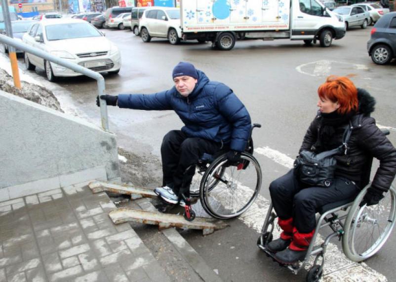 Ну наконец-то! Смоленских подрядчиков посадят в инвалидные коляски принимать ремонт своих дорог