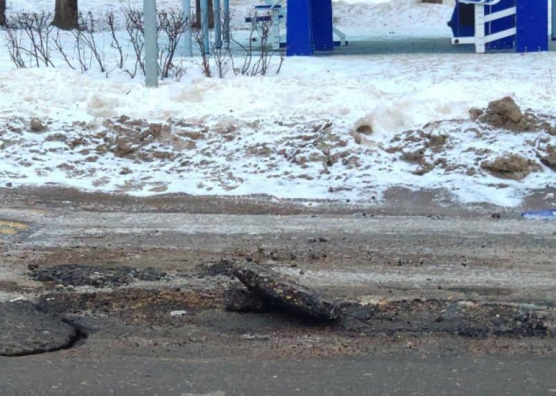 «Асфальт отклеился»: в Сети появилось фото ремонта дороги на Багратиона