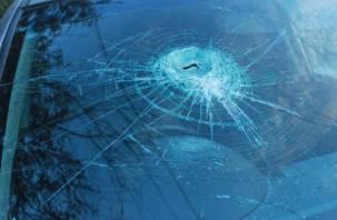 Дорожники разбили камнями машину смолянина