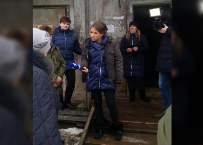 Фанерный дом из Смоленской области посетила съемочная группа Первого канала