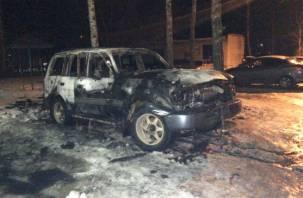 Рано утром в Смоленской области сгорела иномарка