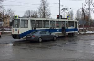 В Смоленске на 25 Сентября ДТП с легковушкой остановило трамваи