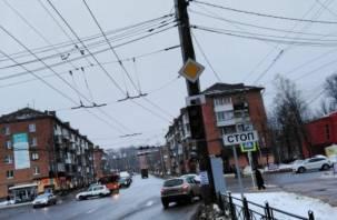 На перекрестке трех дорог не работают светофоры