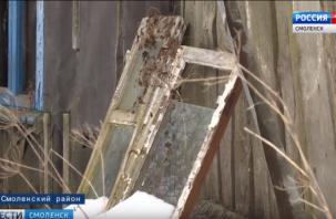 Смоляне живут в трущобах. 50-летний аварийный дом никак не могут расселить