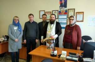 В Смоленске освящают кабинеты в государственных учреждениях