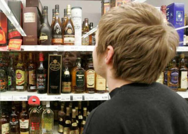 Минздрав предлагает повысить возраст продажи крепкого алкоголя до 21 года