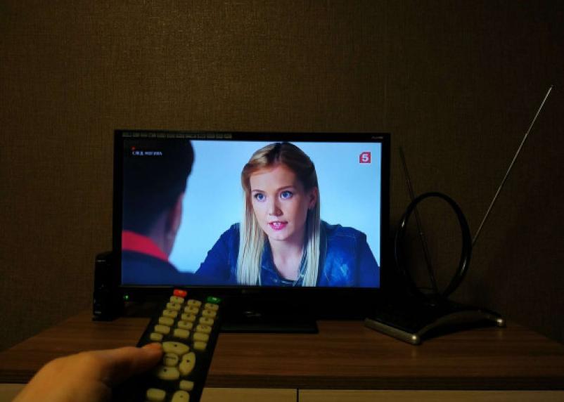 Россияне не хотят смотреть телевизор. Все уходят в интернет