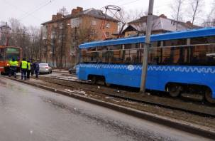 Трамваи стали в обе стороны из-за аварии на улице Нахимова