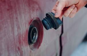 Неизвестные пытались слить бензин из бака автомобиля смолянина