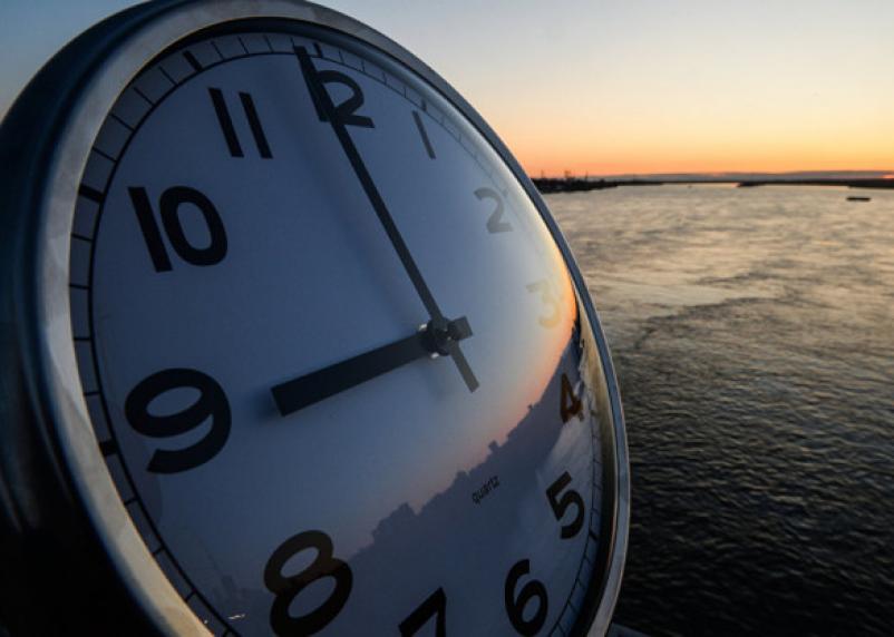 В России вновь хотят вернуть сезонный перевод времени