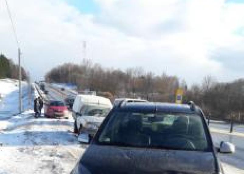 Автоледи засмотрелась на М-1 на аварию и сбила стоящего на дороге водителя