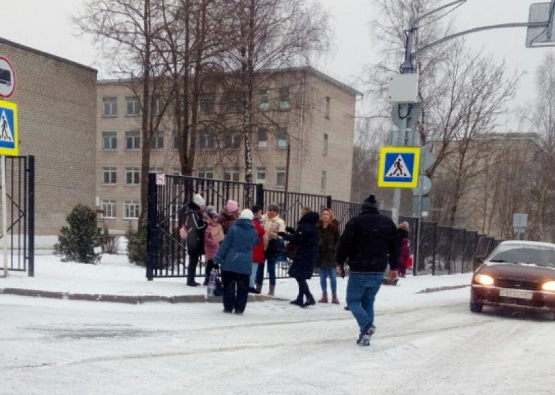 В Смоленске иномарка наехала на школьниц