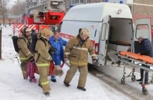 Счёт на минуты. В Смоленске из огня спасли хозяйку квартиры и котика