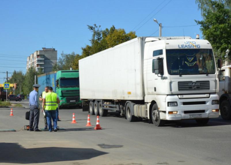 С 20 мая в России грузовикам и фурам запретят ездить днем