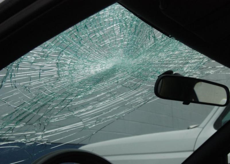Ярцевчанка разгромила молотком машину бывшего мужа