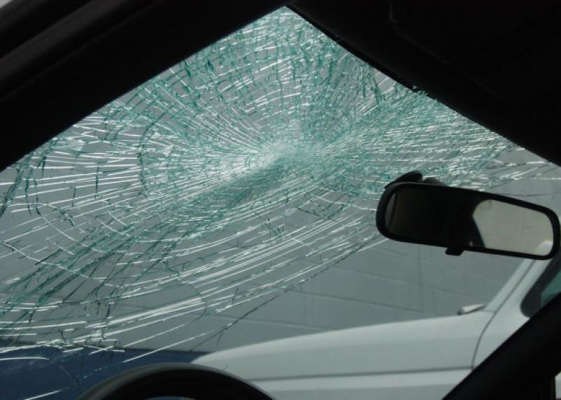 В Смоленском районе иномарка врезалась в трубу. Водитель госпитализирован