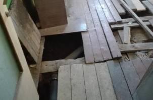 За что платим? Жители одного из смоленских общежитий живут в полной разрухе