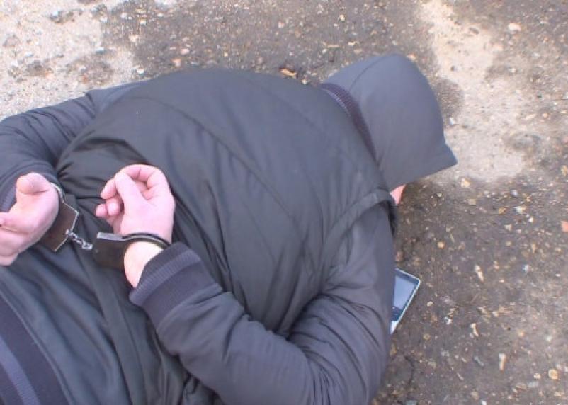 В Смоленской области рэкетир калечил жертву отверткой, требуя деньги