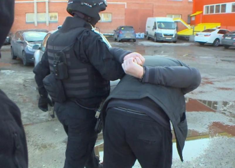 Опасное знакомство. Новый товарищ избил и ограбил жителя Сафонова