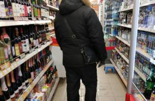 В Смоленске в супермаркете пенсионерка украла у мужчины сумку с деньгами