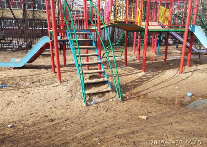 Я установил — я и демонтирую. Предприниматель хочет лишить жителей Ситников единственной детской площадки?
