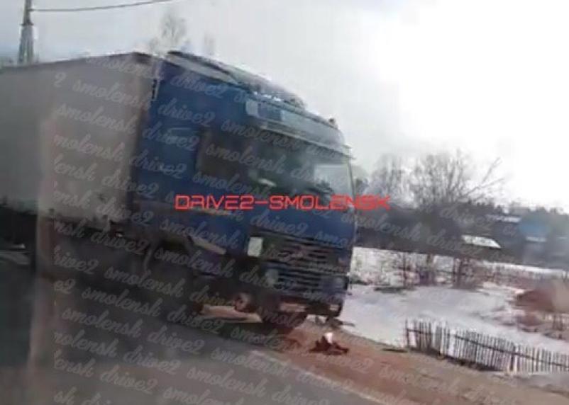 ДПС на месте. В Смоленской области произошла серьезная авария с фурой
