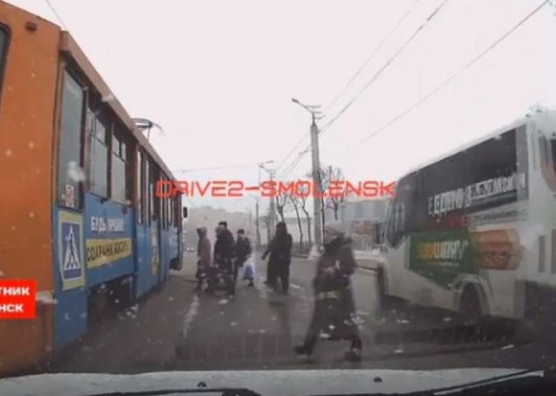 Массовое нарушение ПДД маршрутчиками попало на видео
