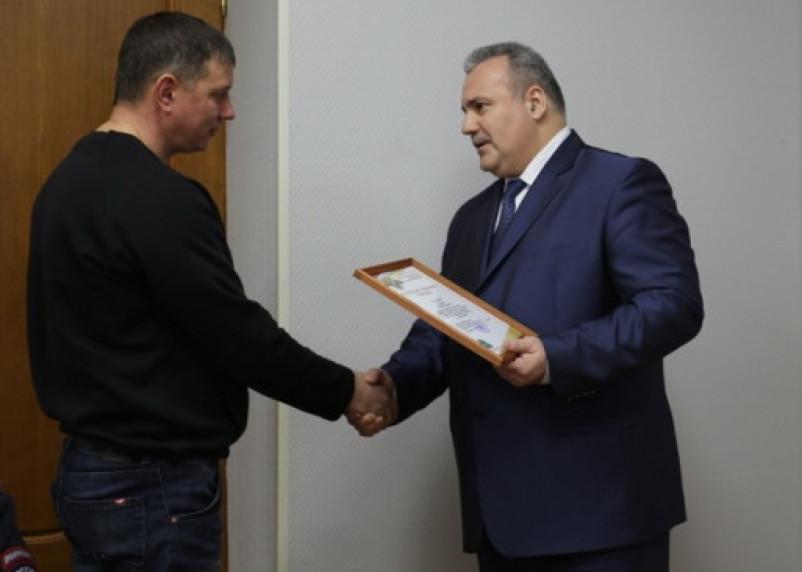 Полиция наградила водителя за спасение людей, пострадавших в автокатастрофе под Калугой