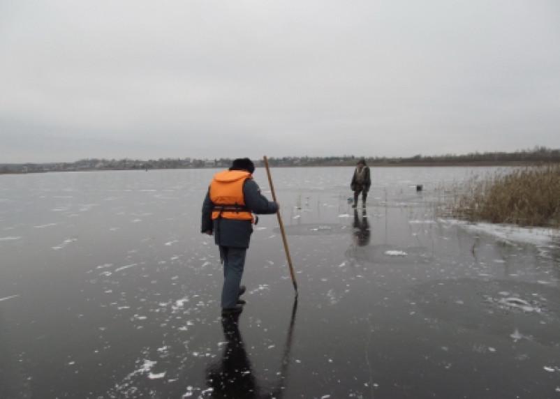 Смоленским рыбакам напоминают об опасности выхода на лёд