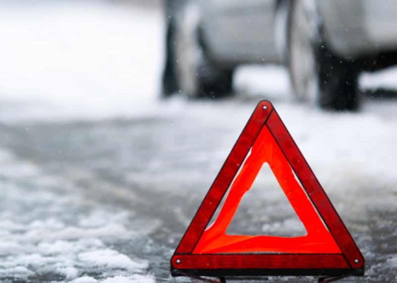 На трассе под Смоленском иномарка сбила 53-летнюю женщину