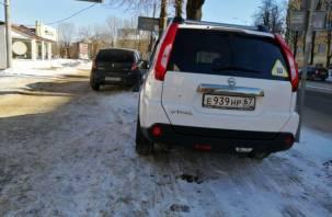 Смоляне продолжают отвоёвывать тротуары у автомобилистов